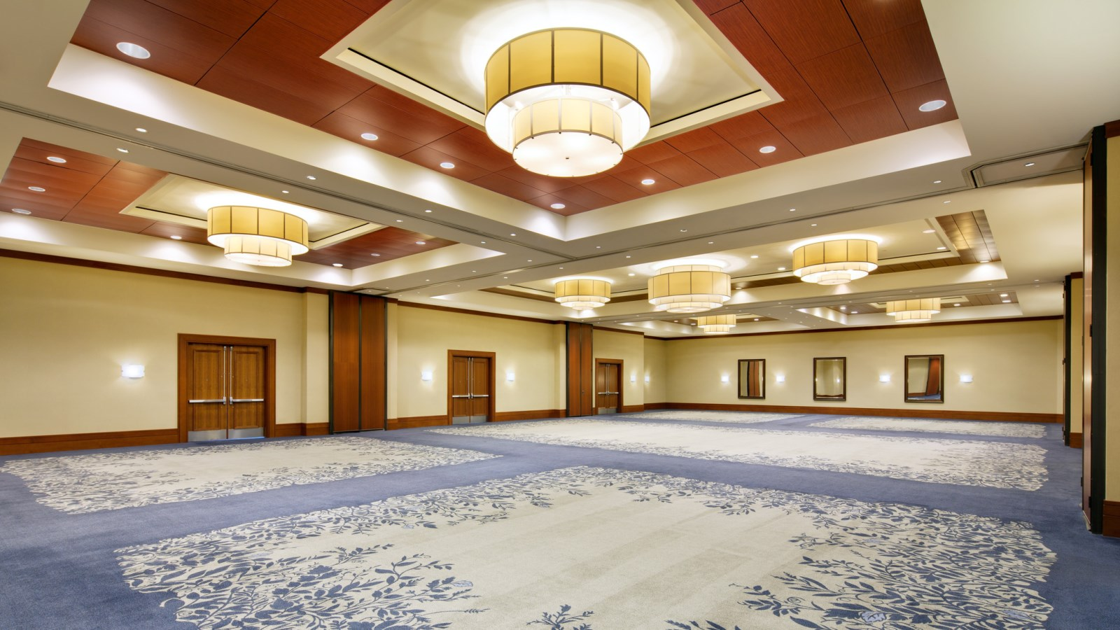 With a capacity of almost 600 people, the Wisteria Ballroom is a spacious venue for Energy Corridor events.